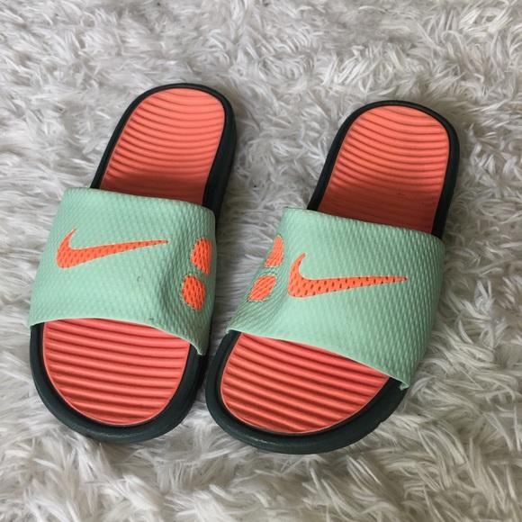 002016620ad Neon Nike Slides. M 5aa568b1077b97b6751cda81